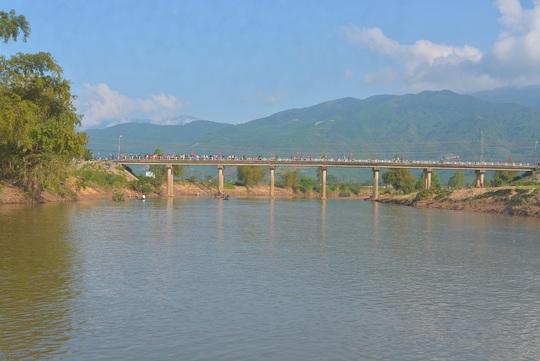Cầu Hà Tân, nơi chị L. gieo mình xuống sông