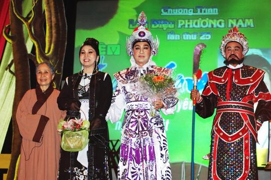 NSND Bạch Tuyết, NSƯT Thanh Sang, NS Ánh Hoa, Thanh Phú trong chương trình vinh danh ông tại Nhà hát TP