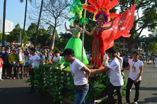 Bữa tiệc đường phố đầy màu sắc
