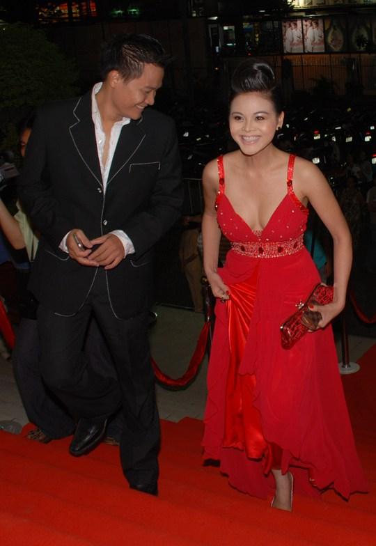 Minh Hằng đẹp cuốn hút trên thảm đỏ Mai Vàng lần thứ 13 - Ảnh 3.