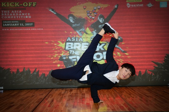 Bboy Pocket (Hàn Quốc) trình diễn những điệu nhảy sôi động