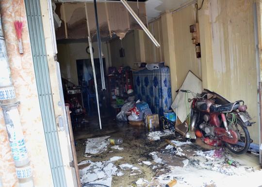 Nhiều tài sản bên trong căn nhà bị hư hại