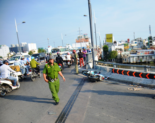 Hiện trường vụ tai nạn khiến nam thanh niên lọt kênh tử vong hôm 17-4