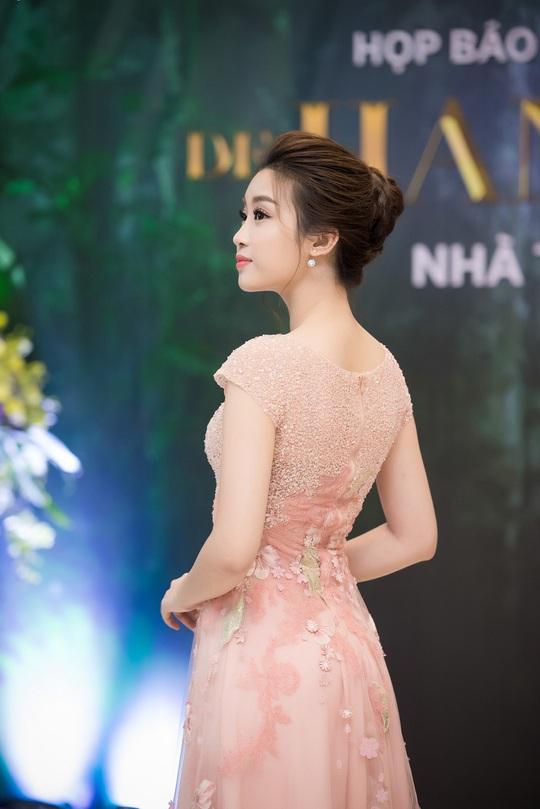 Hoa hậu Đỗ Mỹ Linh sẽ sánh vai cùng hoa hậu Pháp trên sàn catwalk - Ảnh 1.
