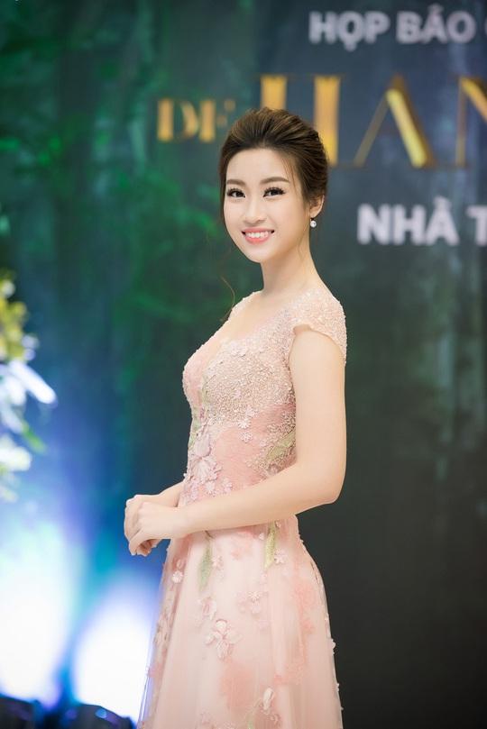 Hoa hậu Đỗ Mỹ Linh sẽ sánh vai cùng hoa hậu Pháp trên sàn catwalk - Ảnh 3.