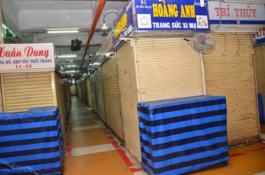 Tiểu thương chợ An Đông lại đóng cửa sạp để khiếu nại - Ảnh 1.