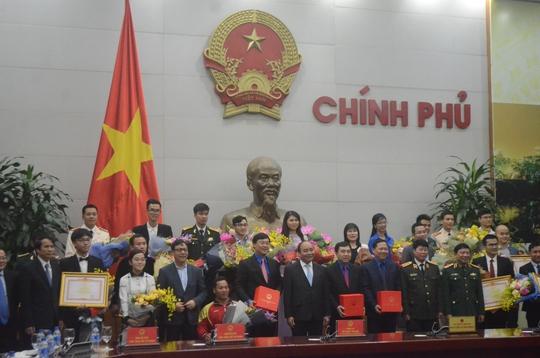 Gương mặt trẻ tiêu biểu và triển vọng của Việt Nam nhận hoà và quà của Thủ tướng Nguyễn Xuân Phúc