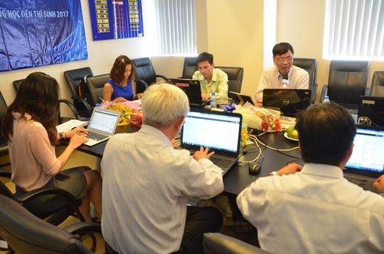 Buổi giao lưu trực tuyến ngày 15-3 về quy chế thi THPT quốc gia và tuyển sinh ĐH, CĐ 2017 do Báo Người Lao Động tổ chức. Ảnh: T. Thạnh