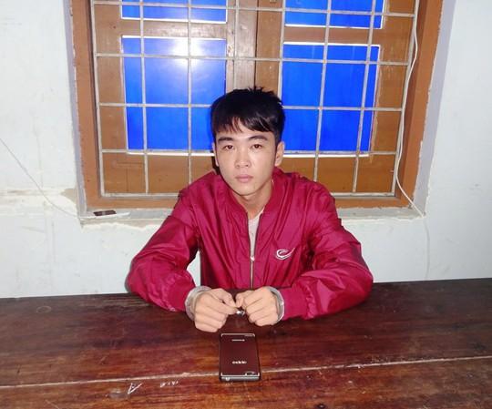Ép học sinh cầm điện thoại đưa tiền để y mua ma túy xài - Ảnh 1.