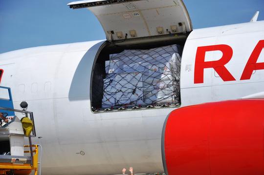 Hàng viện trợ của ASEAN đến với nạn nhân bão số 12 - Ảnh 3.
