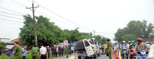 Hai xe khách tông nhau kinh hoàng, 6 người tử vong - Ảnh 1.