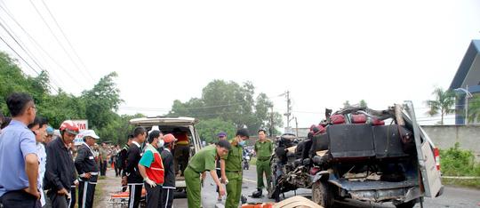 Hai xe khách tông nhau kinh hoàng, 6 người tử vong - Ảnh 3.