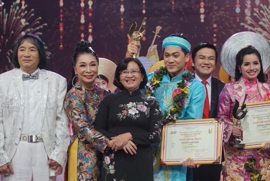 Nhân viên tòa án đoạt giải Chuông vàng vọng cổ 2017 - Ảnh 1.