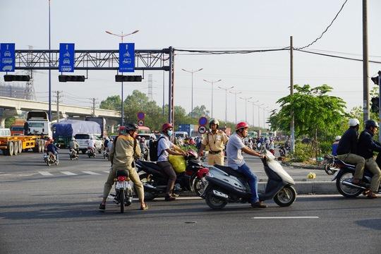Hướng dẫn cho các phương tiện lưu thông đúng làn đường quy định