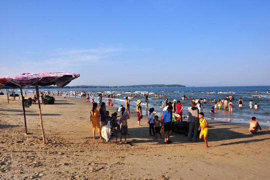 Quảng Ngãi quyết tâm nhận chìm 62.000m3 bùn đất xuống biển - Ảnh 1.