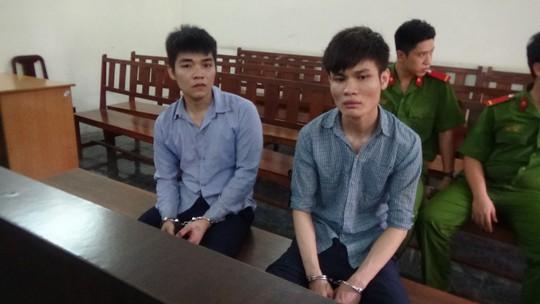 Bị cáo Trịnh Bá Tuấn và Nguyễn Hà Minh Quân tại phiên tòa.