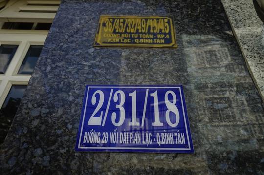 Tương tự, số nhà 36/45/32/49/13/45 đã được thay bằng số nhà 2/31/18