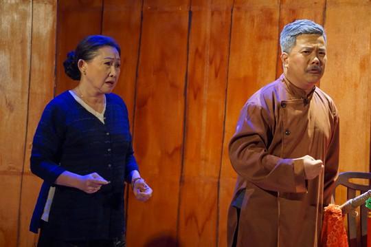 Hoc tro ky nu Kim Cuong het minh voi de tu Hoai Linh