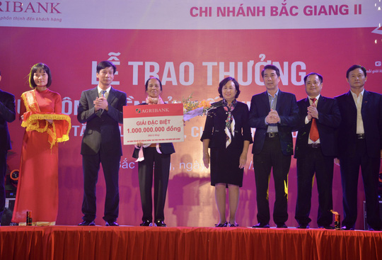 Khách hàng thứ hai trúng thưởng sổ tiết kiệm linh hoạt trị giá 1 tỉ đồng của Agribank - Ảnh 1.