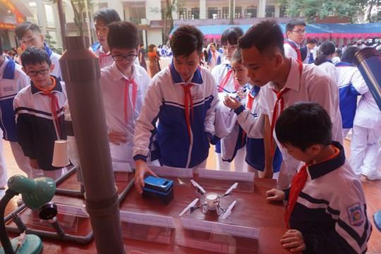 Học sinh vùng cao hò reo với robot, thí nghiệm khoa học - Ảnh 8.