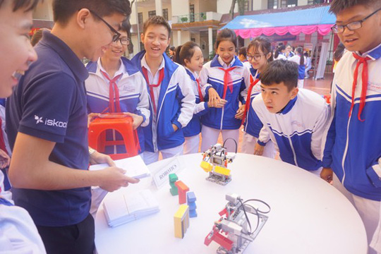 Học sinh vùng cao hò reo với robot, thí nghiệm khoa học - Ảnh 12.