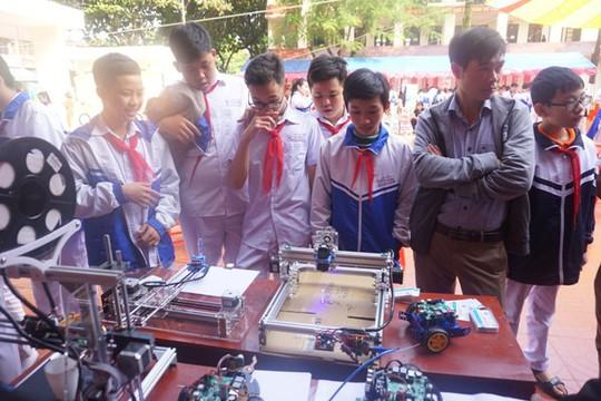 Học sinh vùng cao hò reo với robot, thí nghiệm khoa học - Ảnh 14.