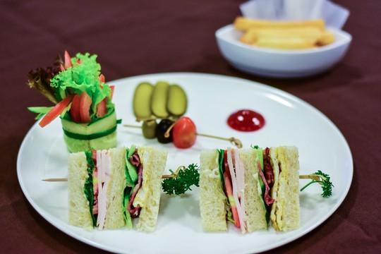 Bất ngờ bữa ăn trưa của Thủ tướng Nhật Bản Shinzo Abe tại APEC - Ảnh 2.