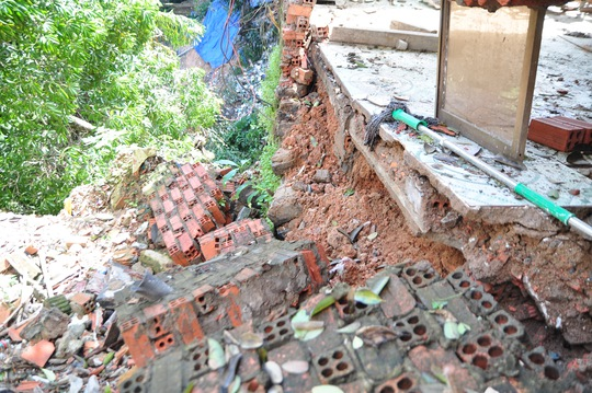 Đồng Nai: Hàng loạt căn nhà sập do sạt lở - Ảnh 3.