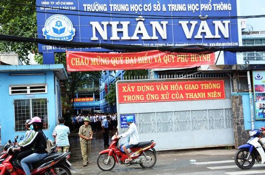 Cháy trường học ở Tân Phú, hàng trăm học sinh nháo nhào - Ảnh 1.