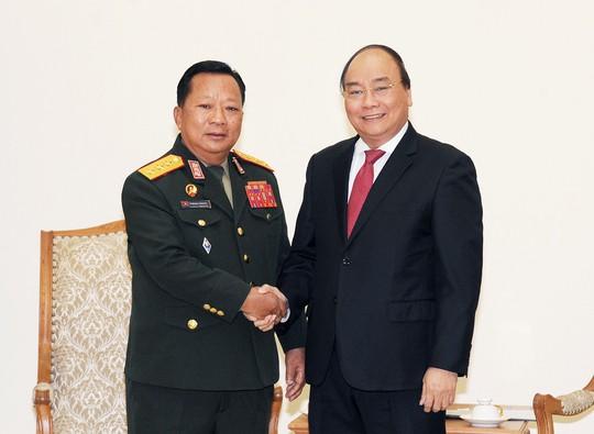 Thủ tướng Nguyễn Xuân Phúc: Việt Nam giúp Lào là giúp chính mình - Ảnh 1.