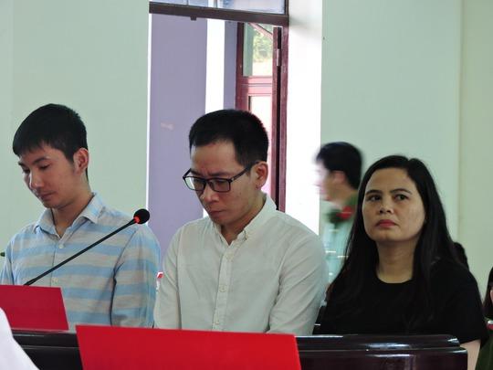 Ba bị cáo tại phiên xét xử sơ thẩm