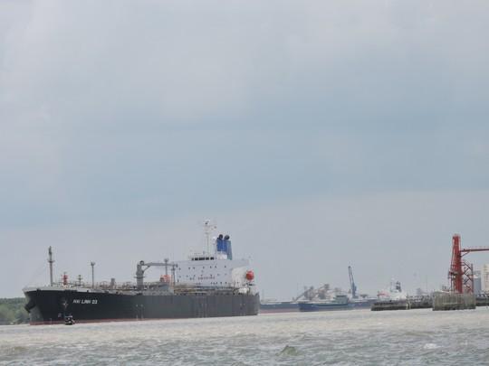 Giám sát chặt việc đổ bùn xuống biển Vũng Tàu - Ảnh 1.