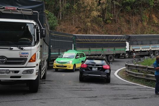 Xe khách đụng nhau trên đèo Bảo Lộc, hơn 80 người hoảng loạn - Ảnh 2.