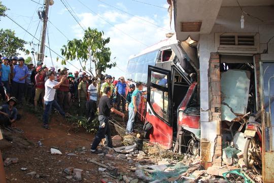 Vị trí xảy ra tai nạn là đoạn dốc cao rất khó khăn trong việc cứu hộ, cứu nạn.