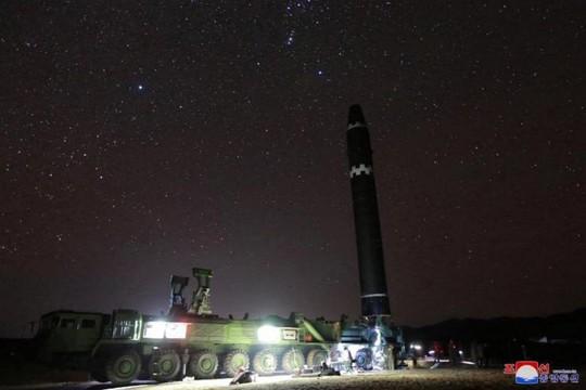 Giới chuyên gia dội nước lạnh vào tên lửa Triều Tiên - Ảnh 1.