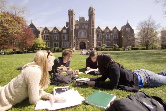 Học đại học Mỹ: Oằn lưng gánh nợ