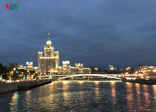 Những tòa nhà lộng lẫy soi bóng trên dòng sông Moskva - Ảnh 12.
