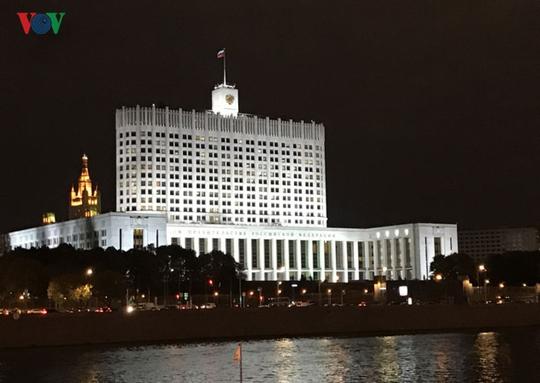 Những tòa nhà lộng lẫy soi bóng trên dòng sông Moskva - Ảnh 2.