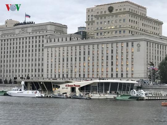 Những tòa nhà lộng lẫy soi bóng trên dòng sông Moskva - Ảnh 5.