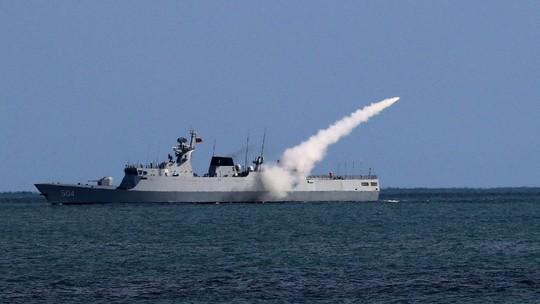 Trung Quốc tập trận bắn đạn thật gần Triều Tiên - Ảnh 1.