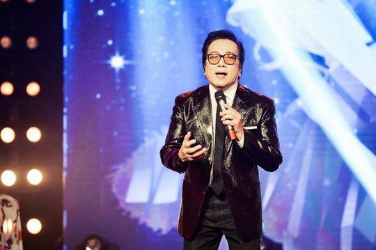 Ca sĩ Elvis Phương trình diễn ca khúc Đàn bà