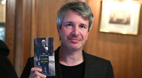 Eric Vuillard được trao giải thưởng danh giá Goncourt 2017 - Ảnh 2.