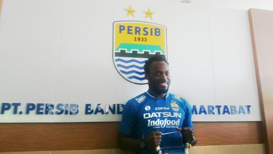 Michael Essien gia nhập giải vô địch Indonesia khi đầu quân cho CLB Persib Bandung