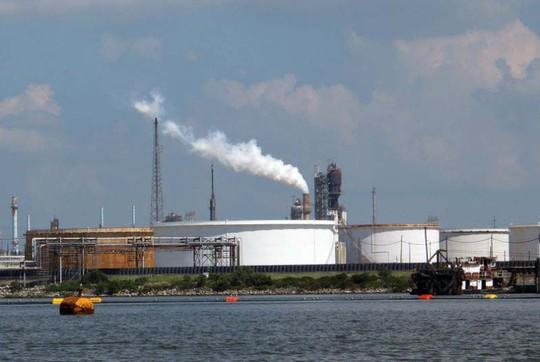 Mỹ mạnh tay với đại gia gây ô nhiễm - Ảnh 1.