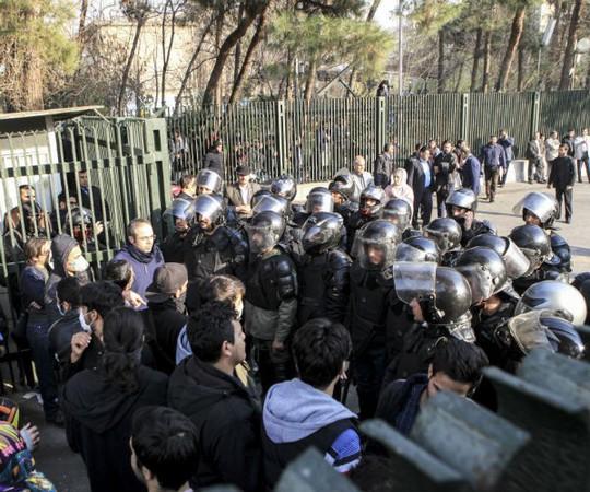 Iran: Cảnh sát bắn chết 2 người biểu tình - Ảnh 4.