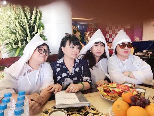 Ca sĩ Hương Lan khóc nhà thơ Ngọc Bích - Ảnh 1.