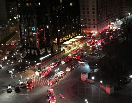 Lực lượng cứu hỏa được điều động đến hiện trường. Ảnh: Metro