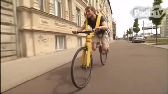 Xe đạp không yên, không bàn đạp Fliz. Ảnh cắt từ YouTube.