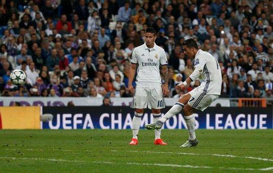 UEFA công bố 10 bàn thắng đẹp nhất Champions League - Ảnh 3.