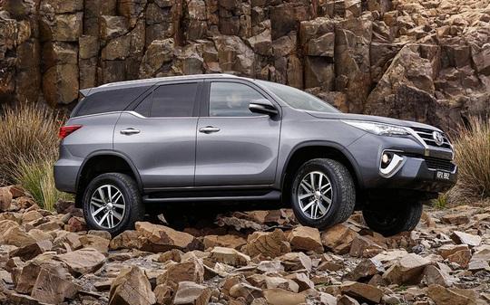 Khách hàng mua Toyota Fortuner 2017 bị ép thêm tiền hoặc lắp thêm phụ kiện